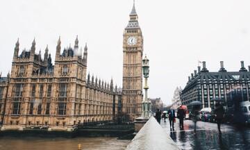 Βουτιά ρεκόρ για τη βρετανική οικονομία