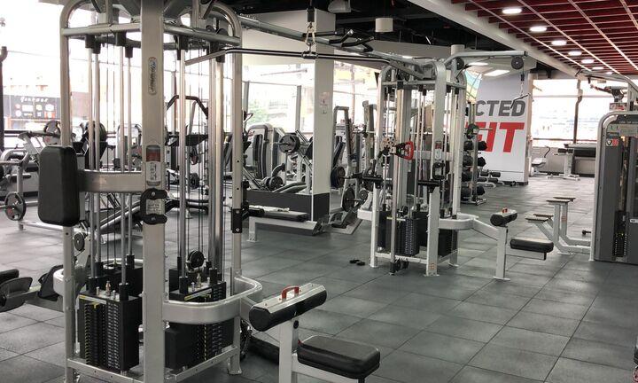 Ανοίγουν τα γυμναστήρια - Γυμναστές με μάσκα, αθλούμενοι με αντισηπτικά