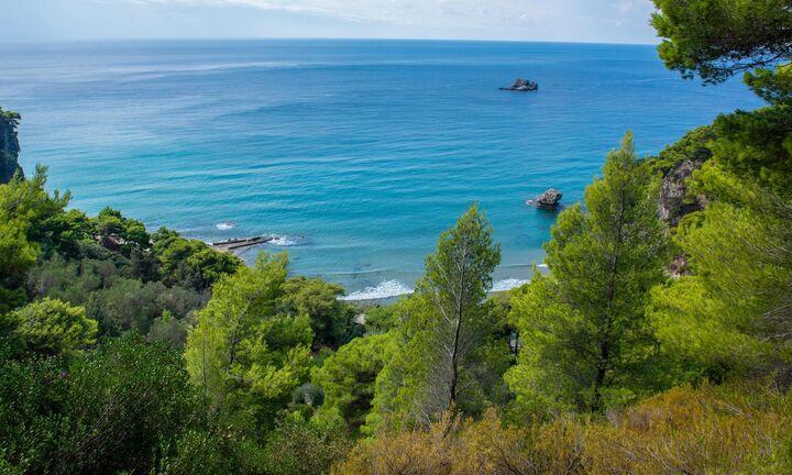 Επανεκκινεί ο τουρισμός εν μέσω επαίνων αλλά και προβληματισμών