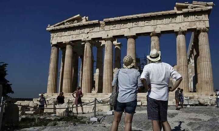 ΤτΕ: Καθίζηση στα τουριστικά έσοδα του 4μήνου - Μειώθηκαν κατά 51,4%