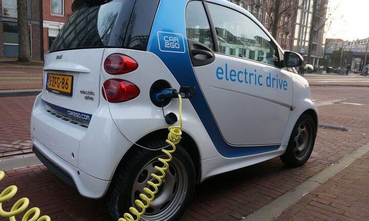 Όλα τα κίνητρα για τα ηλεκτρικά αυτοκίνητα - Ως και 4.000 ευρώ «ποινή» για εισαγόμενα σαραβαλάκια