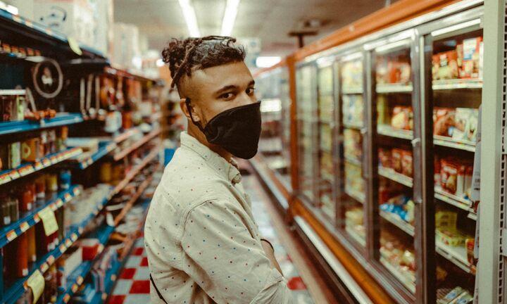 Υποχρεωτική για όλους η χρήση της μάσκας στα σουπερμάρκετ