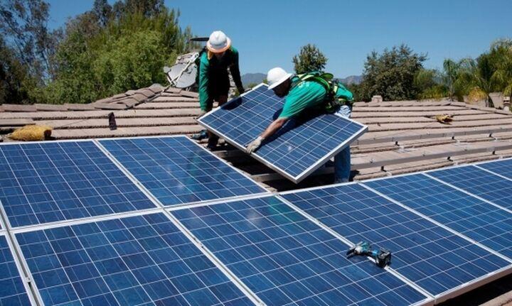 Το net metering και η επένδυση που μπορεί να μειώσει τον λογαριασμό του ρεύματος ακόμη και κατά 75%
