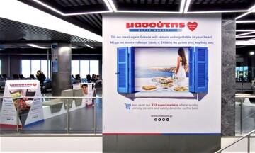 Η Μασούτης στα αεροδρόμια με χρώματα και εικόνες της Ελλάδας