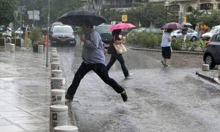 Η «Θάλεια» φέρνει βροχές, καταιγίδες και πολλούς κεραυνούς