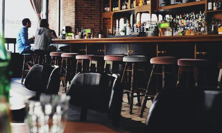 Ως τα μεσάνυχτα η λειτουργία καφέ, μπαρ, εστιατορίων σε πολλές περιοχές της χώρας - Ακυρώνεται η ΔΕΘ