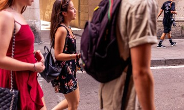 Moody's: Τα δύσκολα δεν έχουν περάσει για τον τουρισμό