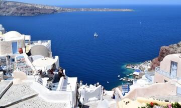 Καραντίνα για τους Βρετανούς που επιστρέφουν από επτά ελληνικά νησιά