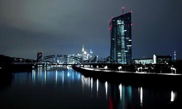 Χωρίς μεταβολή τα επιτόκια και οι αγορές ομολόγων από την ΕΚΤ