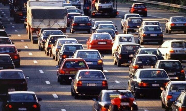 Ερευνα: Εξι στους 10 αναβάλλουν την αγορά αυτοκινήτου