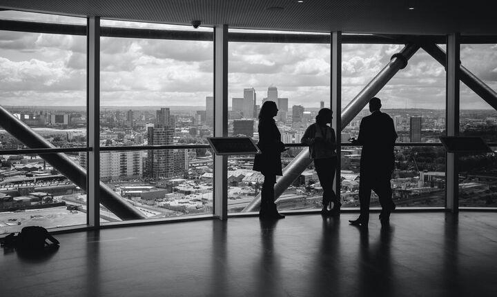 Κομισιόν: Παράταση και επέκταση του προγράμματος στήριξης επιχειρήσεων