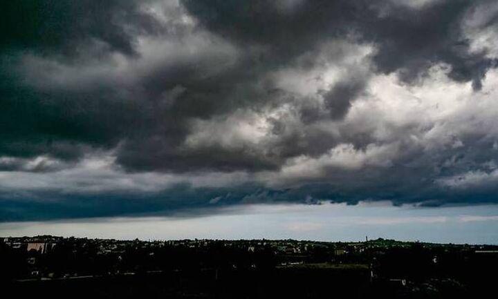 Κακοκαιρία Κίρκη: Ισχυρές καταιγίδες, θυελλώδεις άνεμοι και μεταφορά αφρικανικής σκόνης