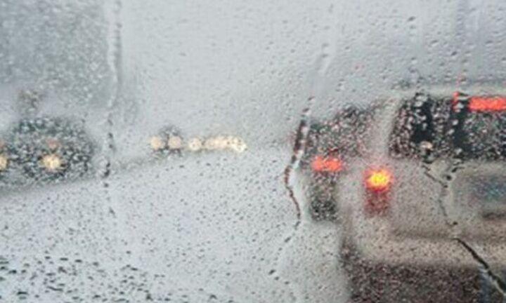 Διακοπή της κυκλοφορίας σε τμήμα της Πειραιώς λόγω της έντονης βροχόπτωσης