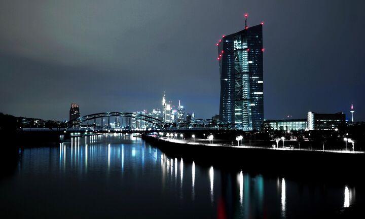 Μεγαλώνει κατά μισό δισ. το «μπαζούκας» της ΕΚΤ
