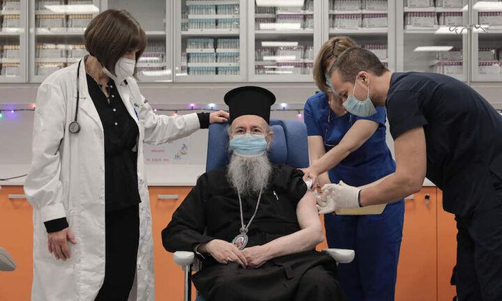Ο Μητροπολίτης Ναυπάκτου εμβολιάστηκε από τον… Θεούλη