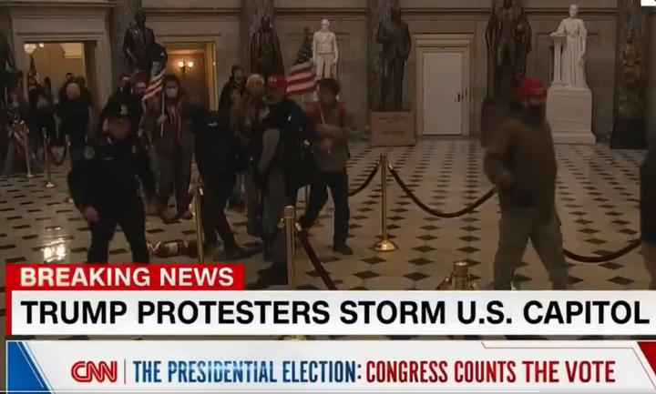 Πρωτοφανείς εικόνες στην Ουάσιγκτον - Οπαδοί του Τραμπ εισέβαλαν στο Καπιτώλιο