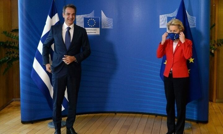 Politico: Η Ελλάδα προτείνει πιστοποιητικό εμβολιασμού για την κυκλοφορία στην ΕΕ