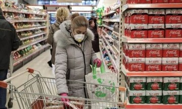 Ανησυχία ΙΕΛΚΑ για μεγάλες ουρές έξω από τα καταστήματα στις ώρες αιχμής