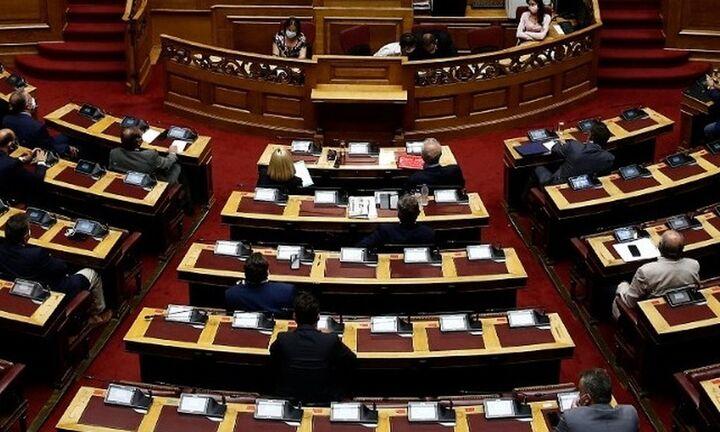 Ψηφίστηκε το νομοσχέδιο για το μισθολόγιο της ΑΑΔΕ
