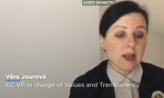 Για περισσότερη διαφάνεια στα μισθολογικά θέματα πιέζει η Κομισιόν