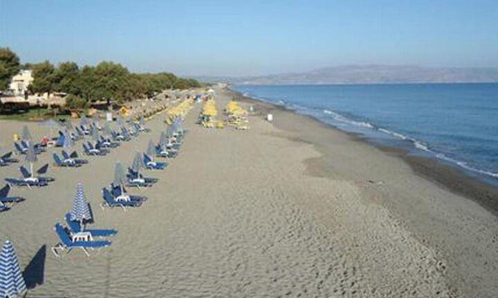 Αίτημα για φθηνότερες μισθώσεις για beach bar και ξαπλώστρες