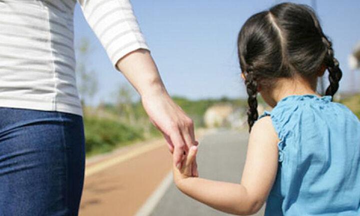 Μονογονεϊκές οικογένειες: Το 60% αδυνατεί να καλύψει τις βασικές ανάγκες