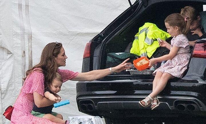 Βόλτα της Κέιτ Μίντλετον με τα παιδιά της μετά τον θάνατο του πρίγκιπα Φίλιππου