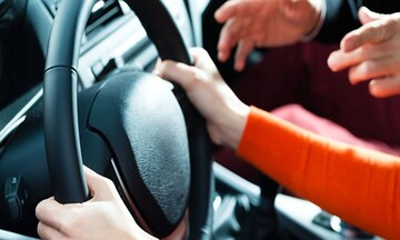 Αυθημερόν η αντικατάσταση για άδειες οδήγησης: Διεξοδικά τα βήματα της διαδικασίας