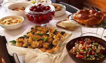 Πασχαλινό τραπέζι: Τα μυστικά για να φας χωρίς τύψεις και κιλά