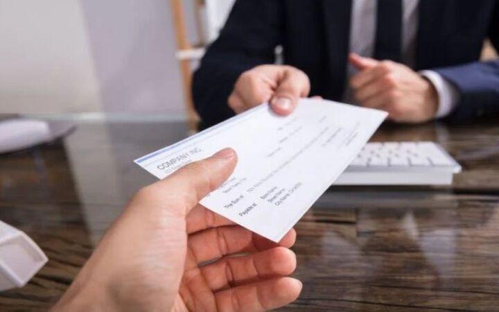 Τράπεζες: Από σήμερα οι αναστολές επιταγών Απριλίου για προστατευόμενους λόγω Covid ΚΑΔ