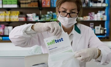 Το ωράριο διάθεσης των self tests από τα φαρμακεία