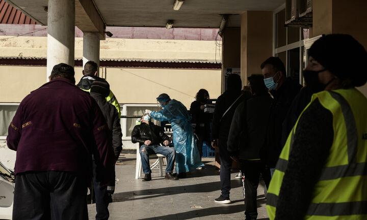 Συνεχίζεται η αποκλιμάκωση του ιικού φορτίου στα λύματα