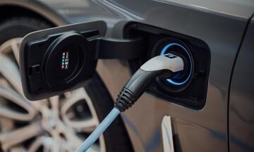 Πατάνε γκάζι οι πωλήσεις ηλεκτρικών αυτοκινήτων στην Ελλάδα