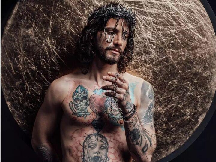 Αναστάσιος Ράμμος: Θύελλα αντιδράσεων με τη φωτογράφιση του ως Ιησούς στη Σταύρωση