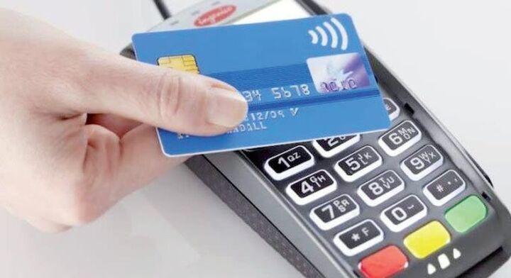 Μαζική στροφή των καταναλωτών στις ανέπαφες συναλλαγές ακόμη και για 50 λεπτά