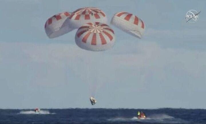 ΗΠΑ :Επέστρεψε στη γη η διαστημική κάψουλα της SpaceX με τέσσερις αστροναύτες