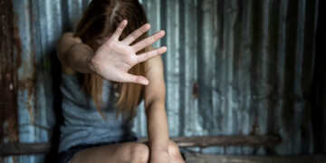Θεσσαλονίκη: Προθεσμία πήρε ο 47χρονος που κατηγορείται για βιασμό της θετής κόρης του