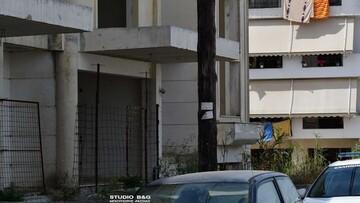 Εικόνες φρίκης στο Ναύπλιο: Βρέθηκε πτώμα σε πιλοτή οικοδομής (ΦΩΤΟ)