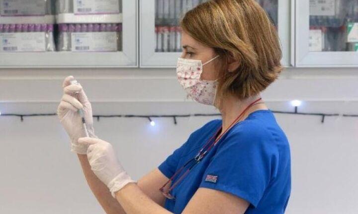 ΠΟΕΔΗΝ: Πάνω από το 80% των υγειονομικών έχει εμβολιασθεί