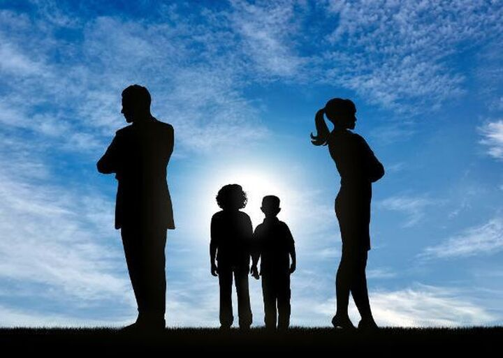 Συνεπιμέλεια: Κατατέθηκε στη Βουλή το ν/σ που ρυθμίζει τις σχέσεις γονέων - τέκνων