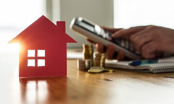 """Έχετε εισόδημα από ενοίκια; Υπολογίστε το """"κούρεμα"""" του φόρου μετά το """"κούρεμα"""" του ενοικίου"""