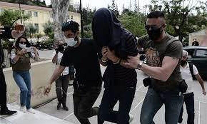 Νέα Σμύρνη: Αφέθηκε ελεύθερος ο 22χρονος επιδειξίας - Αναβολή της δίκης