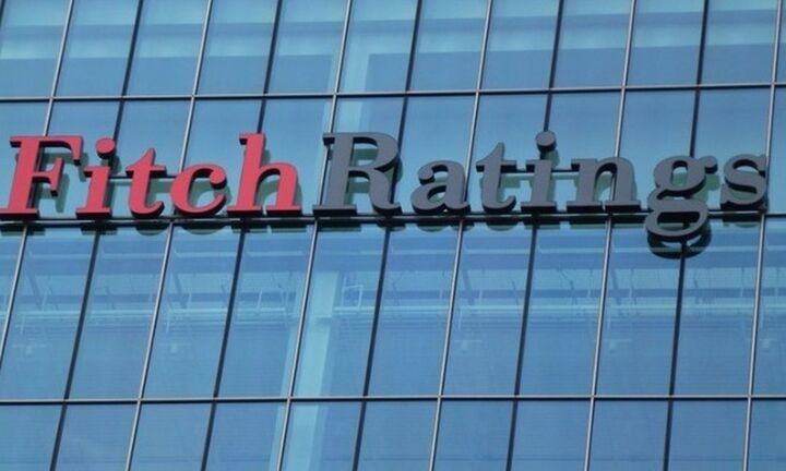 Fitch: Αναμένει ταχύτερη βελτίωση του αξιόχρεου των ελληνικών τραπεζών