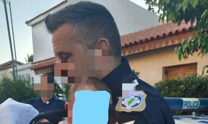 Γλυκά Νερά: Η συγκλονιστική φωτογραφία του αστυνομικού αγκαλιά με το βρέφος της νεκρής 20χρονης