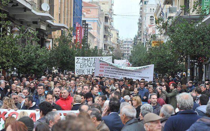 ΤΩΡΑ: Κλειστή η Σταδίου λόγω της συγκέντρωσης διαμαρτυρίας για το Εργασιακό νομοσχέδιο