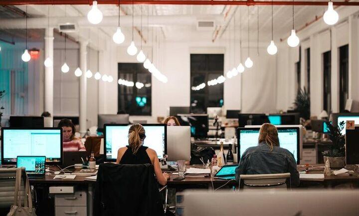 Πρόστιμο 10.500 ευρώ σε εργοδότες που δεν ενεργοποιούν την ψηφιακή κάρτα εργασίας