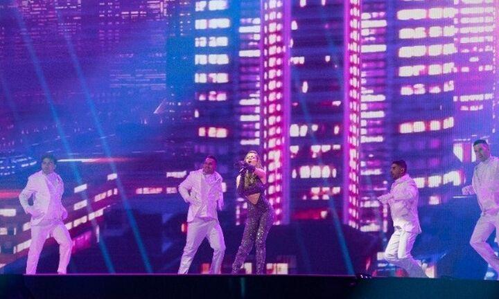 Eurovision: Ντυμένη με 250.000 κρύσταλλα Swarovski η Στεφανία