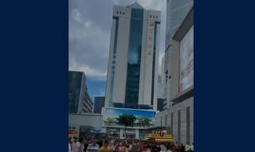 Ουρανοξύστης 300 μέτρων ταλαντώνεται και προκαλεί τρόμο