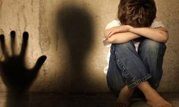 Φρίκη στην Ηλεία: Πήγε να φυλάξει τα παιδιά και ασέλγησε στον εγγονό του