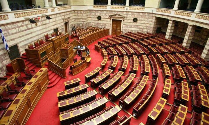 Βουλή: Ψηφίστηκε το νομοσχέδιο για την ψήφο των ομογενών